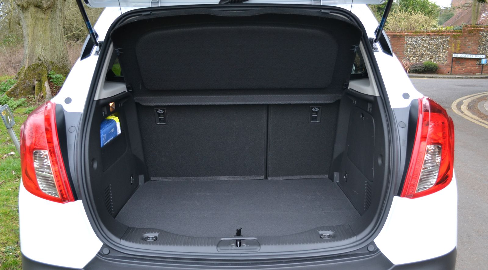 vauxhall mokka x suv review carbuyer autos post. Black Bedroom Furniture Sets. Home Design Ideas