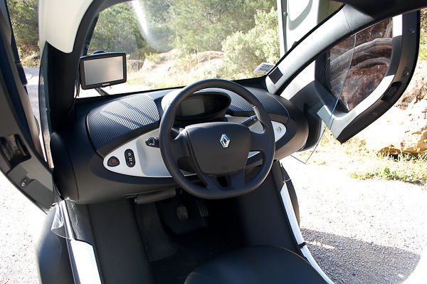 renault twizy road test is it crazy to buy one carwow. Black Bedroom Furniture Sets. Home Design Ideas
