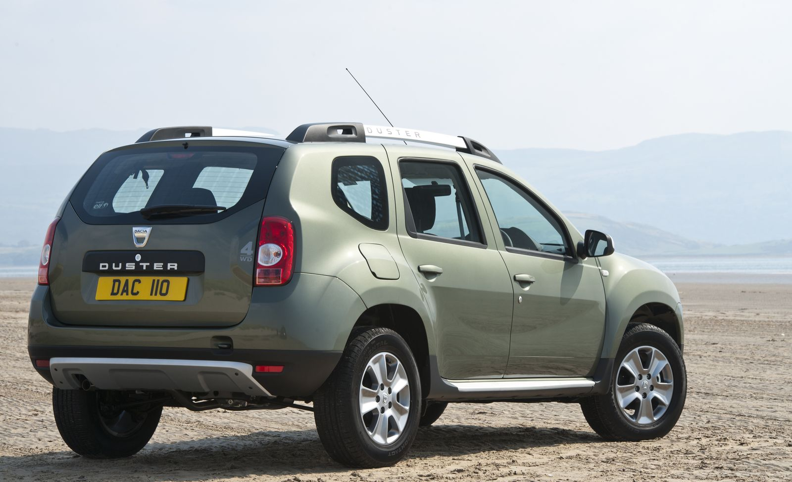 dacia duster dimensions and towing weights carwow. Black Bedroom Furniture Sets. Home Design Ideas