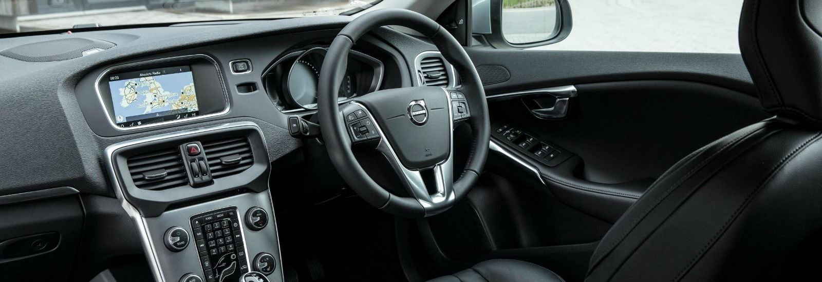 Volvo v40 sizes and dimensions guide carwow for Interior volvo v40