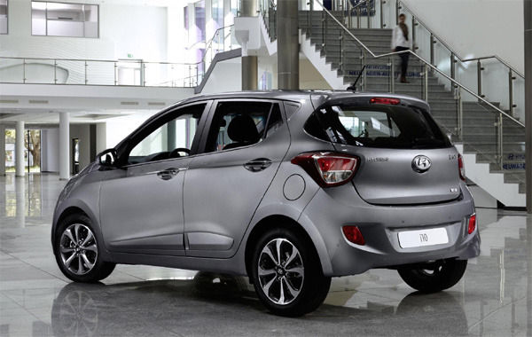 hyundai 39 s new i10 comparison with the old i10 carwow. Black Bedroom Furniture Sets. Home Design Ideas