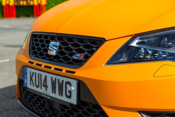 2014 seat leon cupra uk review on road and track carwow. Black Bedroom Furniture Sets. Home Design Ideas