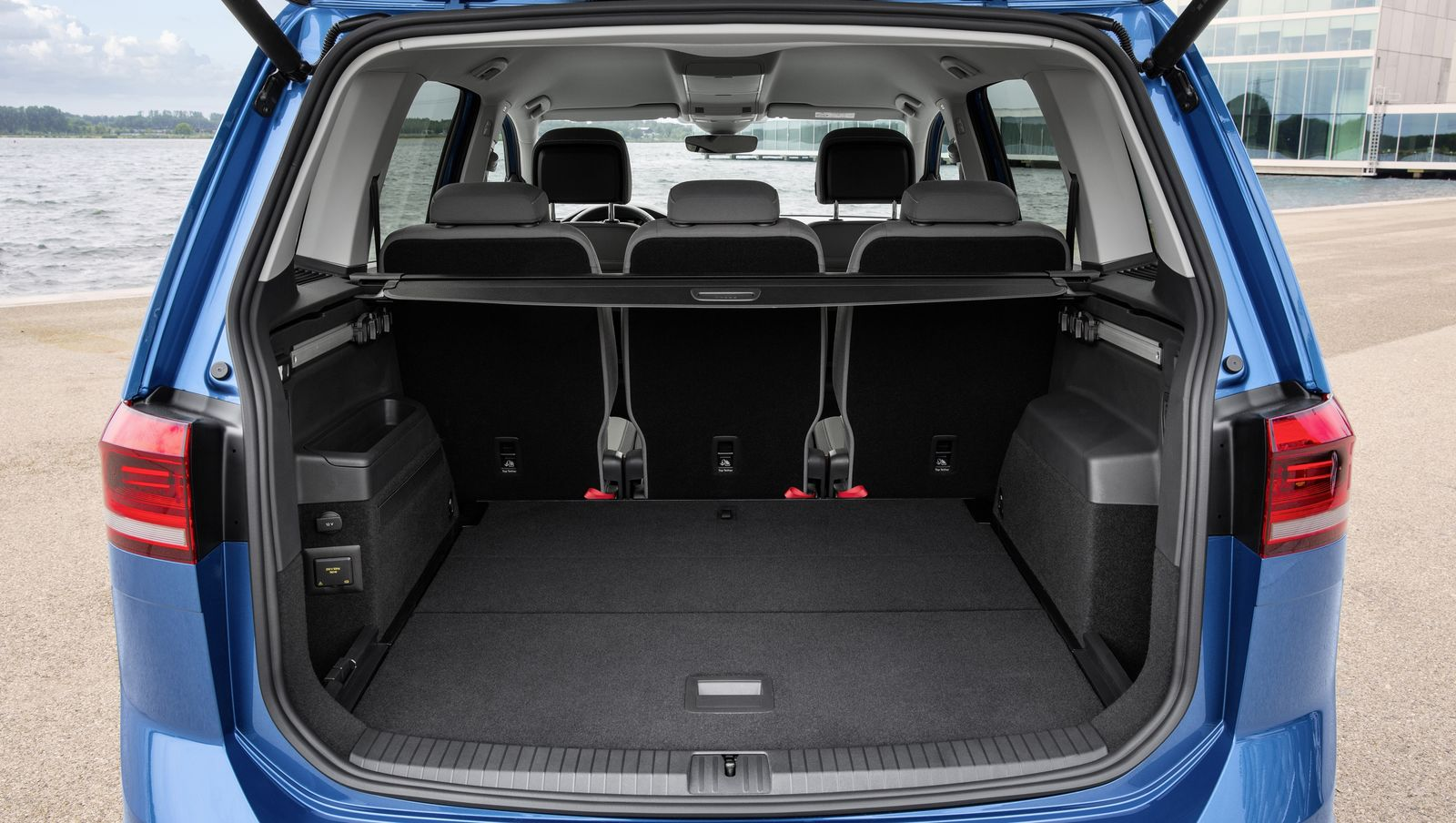 vw touran sizes and dimensions guide carwow. Black Bedroom Furniture Sets. Home Design Ideas