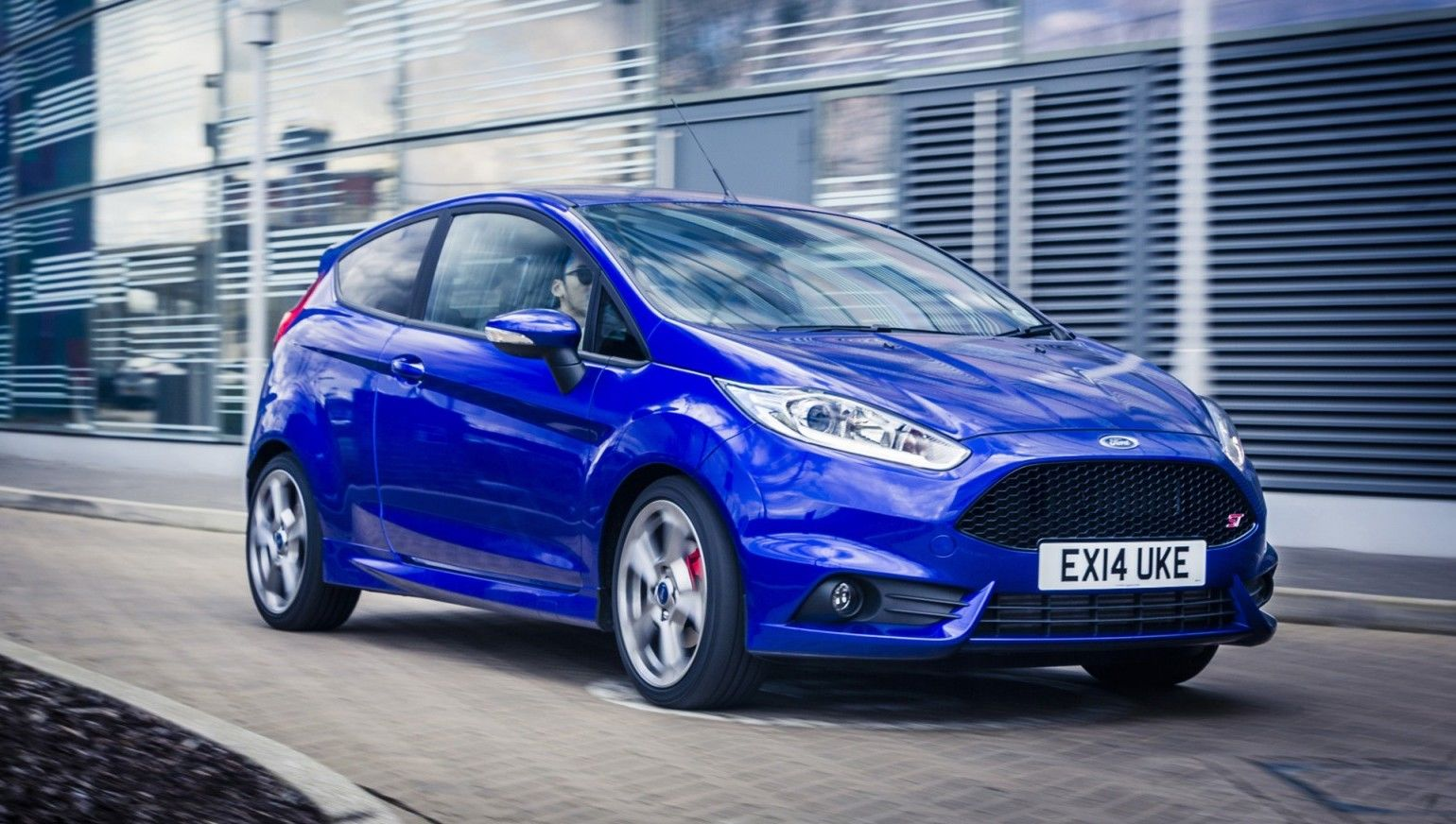 Focus St Vs Gti >> Ford Fiesta ST Review | carwow