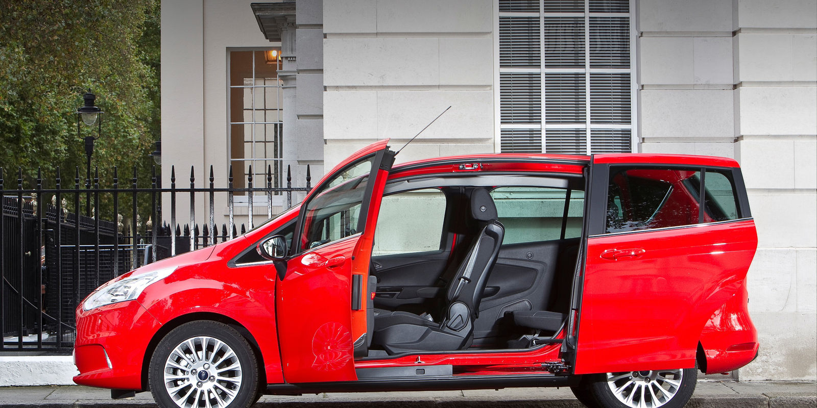 ford b max review carwow. Black Bedroom Furniture Sets. Home Design Ideas