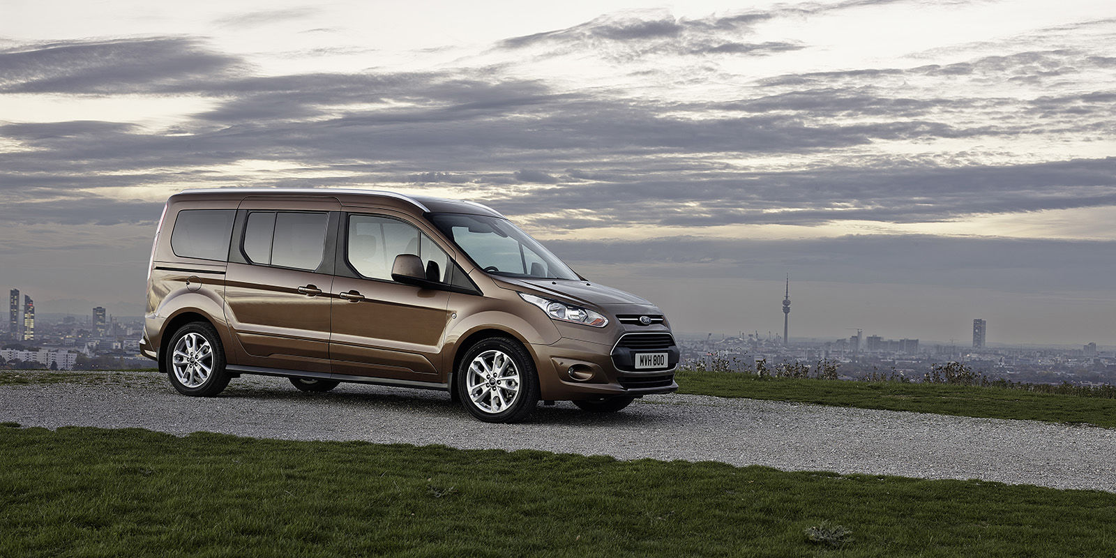 ford grand tourneo connect review carwow. Black Bedroom Furniture Sets. Home Design Ideas