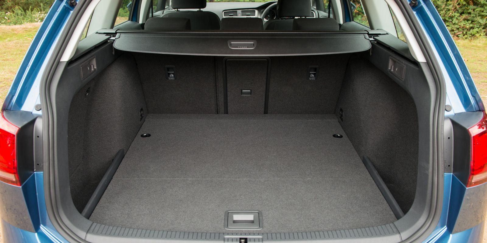 volkswagen golf estate review carwow. Black Bedroom Furniture Sets. Home Design Ideas